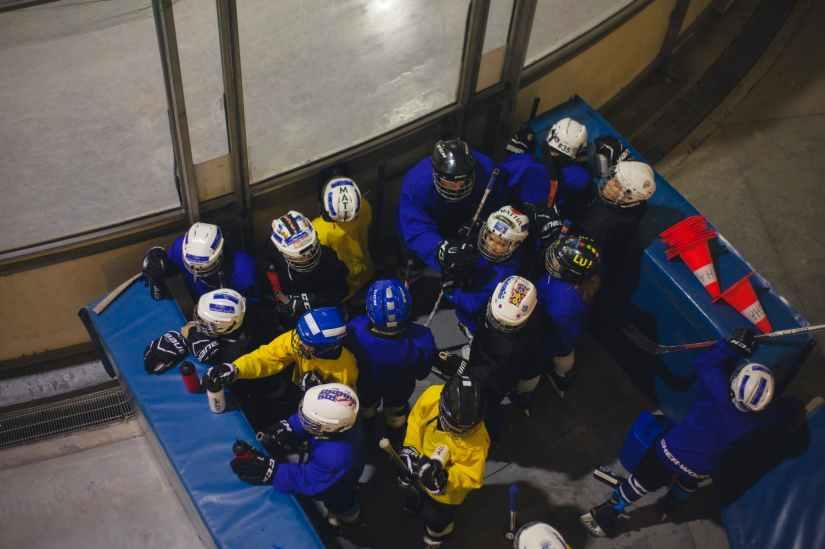 athletes boys game gloves